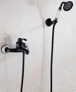 Смеситель с лейкой в ванную черный 0582