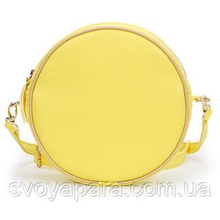 Женская сумка круглая из высококачественной экокожи желтого цвета с одним основным отделением