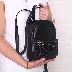 Черный кожаный рюкзак с блестящей вставкой. Цвет любой