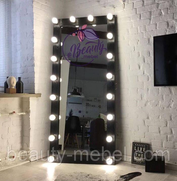 Высокое зеркало в деревянной раме, гримерное зеркало с лампами