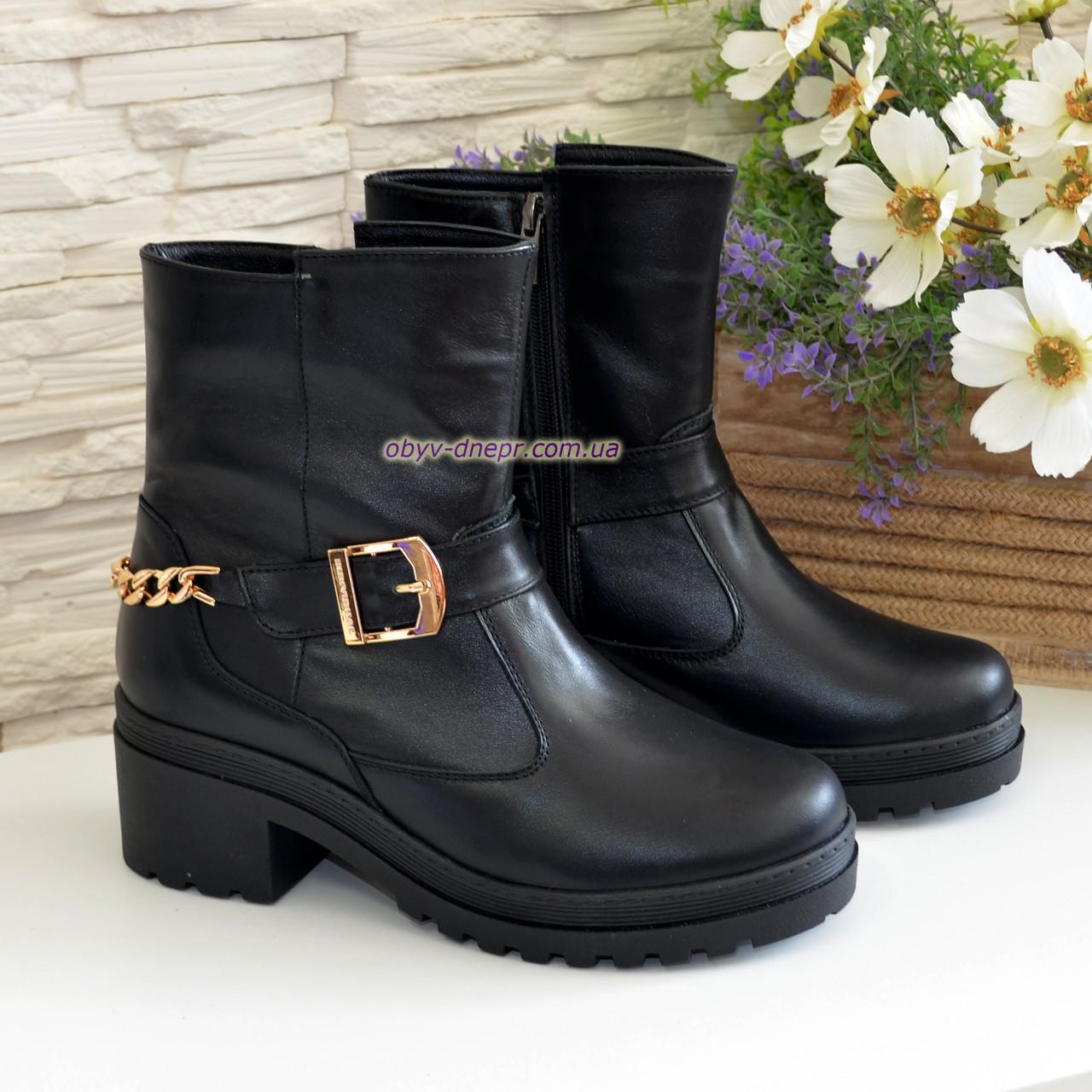 Ботинки кожаные черные женские зимние на устойчивом каблуке, декорированы цепью и ремешком. 37 размер