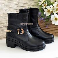 Ботинки кожаные черные женские зимние на устойчивом каблуке, декорированы цепью и ремешком. 37 размер, фото 1