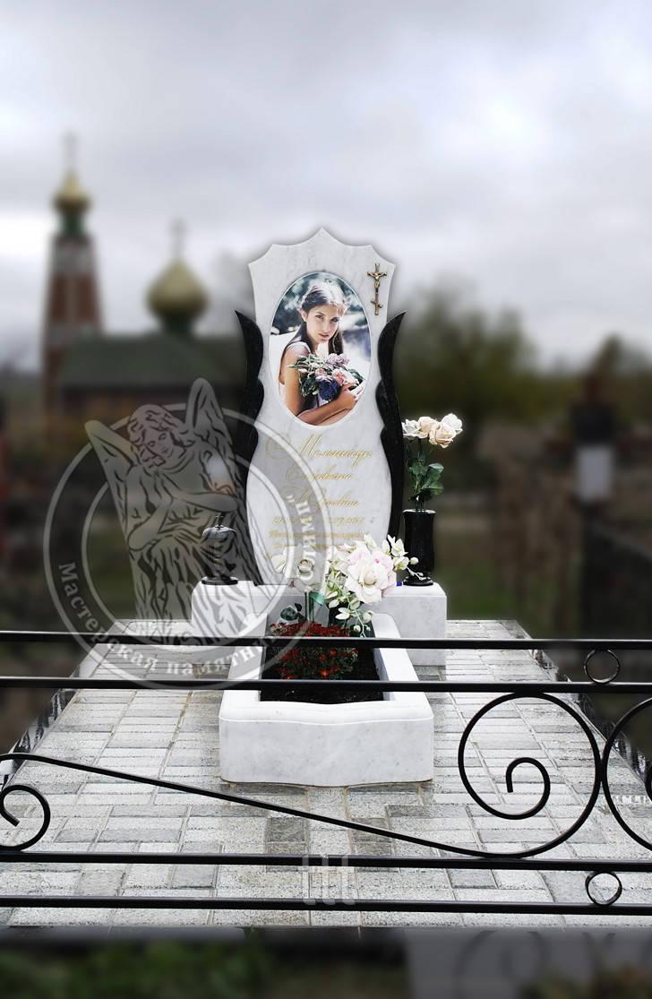 Памятник с пилонами с овальной керамикой №16