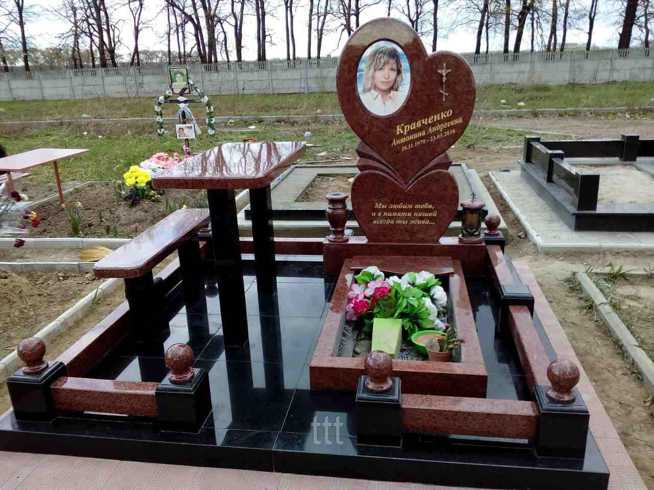 Памятник сердце с овальной фотокерамикой № 18