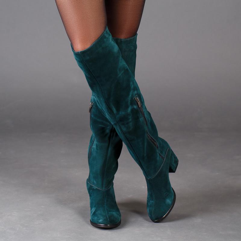 Замшевые зеленые сапоги на комфортном каблуке. Пошив в любом цвете по личным меркам