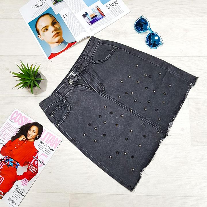 Джинсовая юбка чёрная с колючими заклёпками - 539-6005