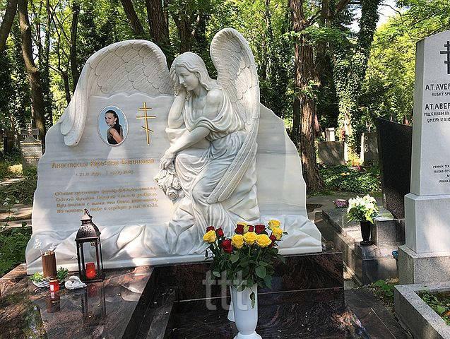 Мраморный памятник с ангелом № 9