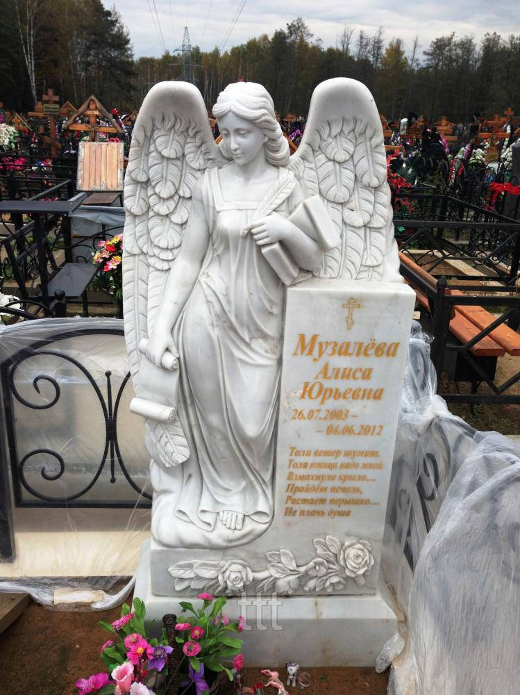 Мраморный памятник с ангелом и холстом №10