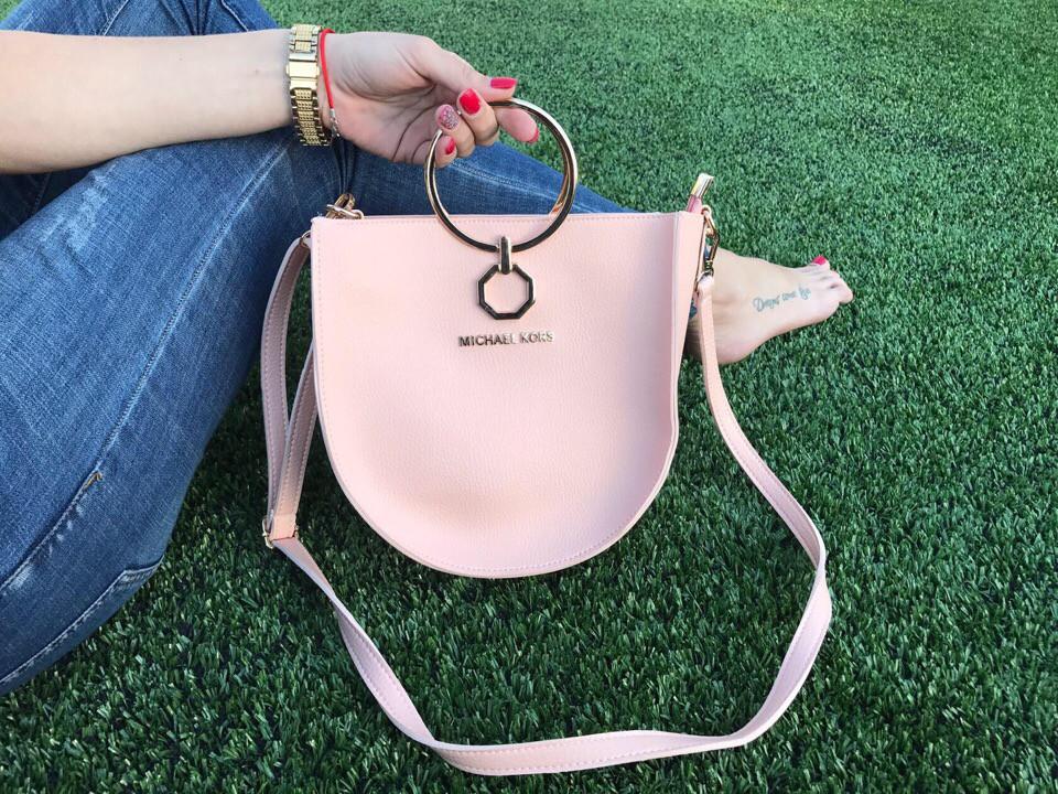 Стильные розовые сумки с круглыми ручками