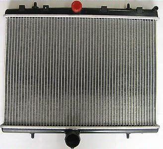 Радиатор охлаждения Citroen C5 (2.0 16V 2.0HDI) 465*549мм по сотах KEMP