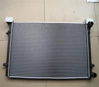 Радиатор охлаждения Audi А3 2004- (1.4-1.6-2.0 FSI) 645*405мм по сотах KEMP