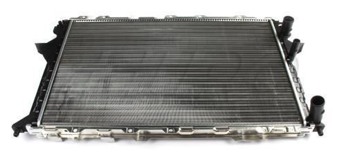 Радиатор охлаждения Audi A6 1991-1997 (2.0-2.5) АКП 632*412мм по сотах KEMP