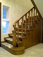 Вишукані сходи з різьбою з масиву дуба під замовлення, фото 1