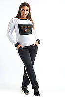 Женский спортивный костюм: кофта и штаны, декорированы нашивкой