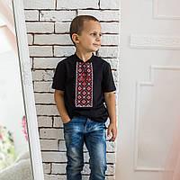 Футболка с вышивкой для мальчика с красным орнаментом
