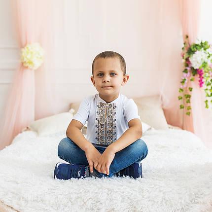 Трикотажна футболка з вишивкою для хлопчика з орнаментом, фото 2