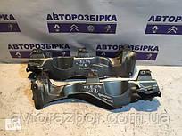 Кронштейн крыла Рено Кенго Renault Kangoo 2 ll 08-12 1.5 DCI запчастини
