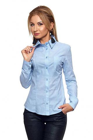 Женская рубашка с длинным рукавом голубого цвета в клетку. Модель 410