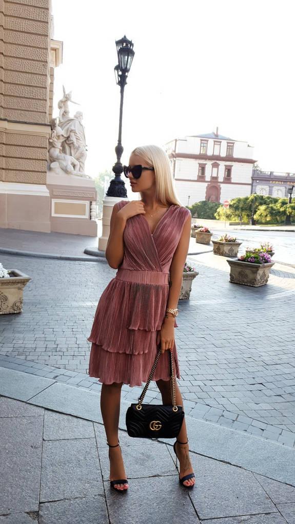 Трендовое мини платье гофре.