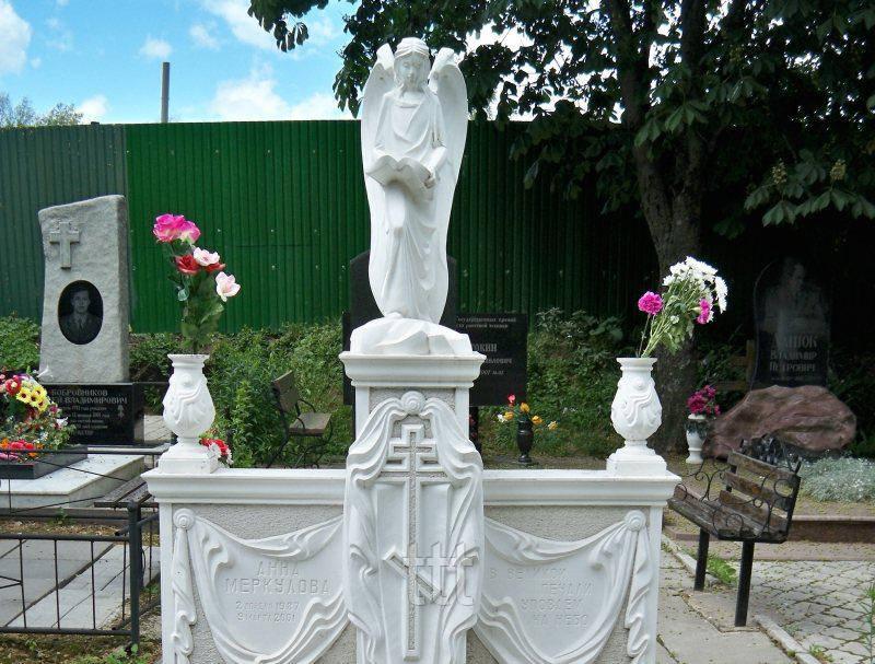 Памятник из мрамора с ангелом  №14