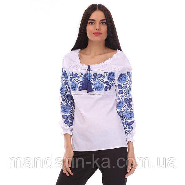 Женская рубашка с голубой вышивкой Шиповник