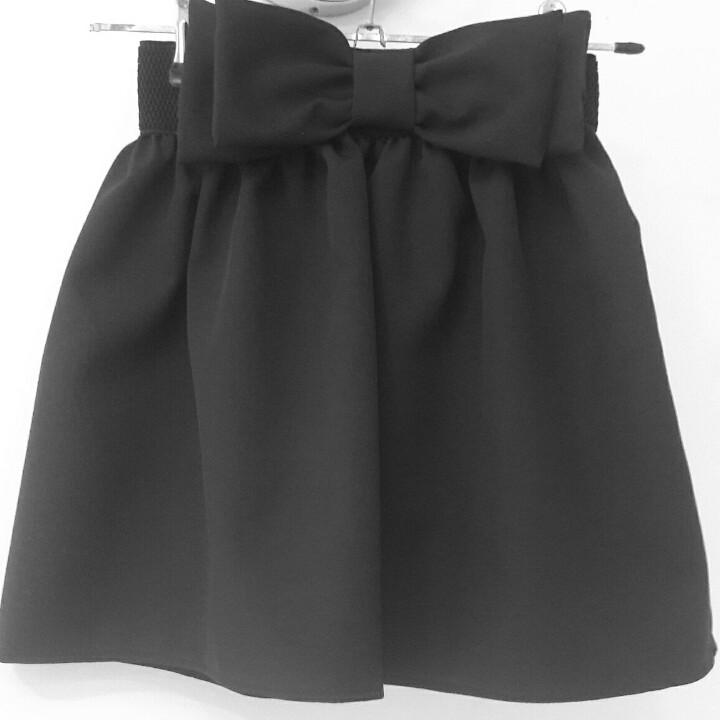Красивая школьная юбочка с двойным бантом-черная.