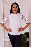 Женская белая блузка с объемным кружевом на рукавах