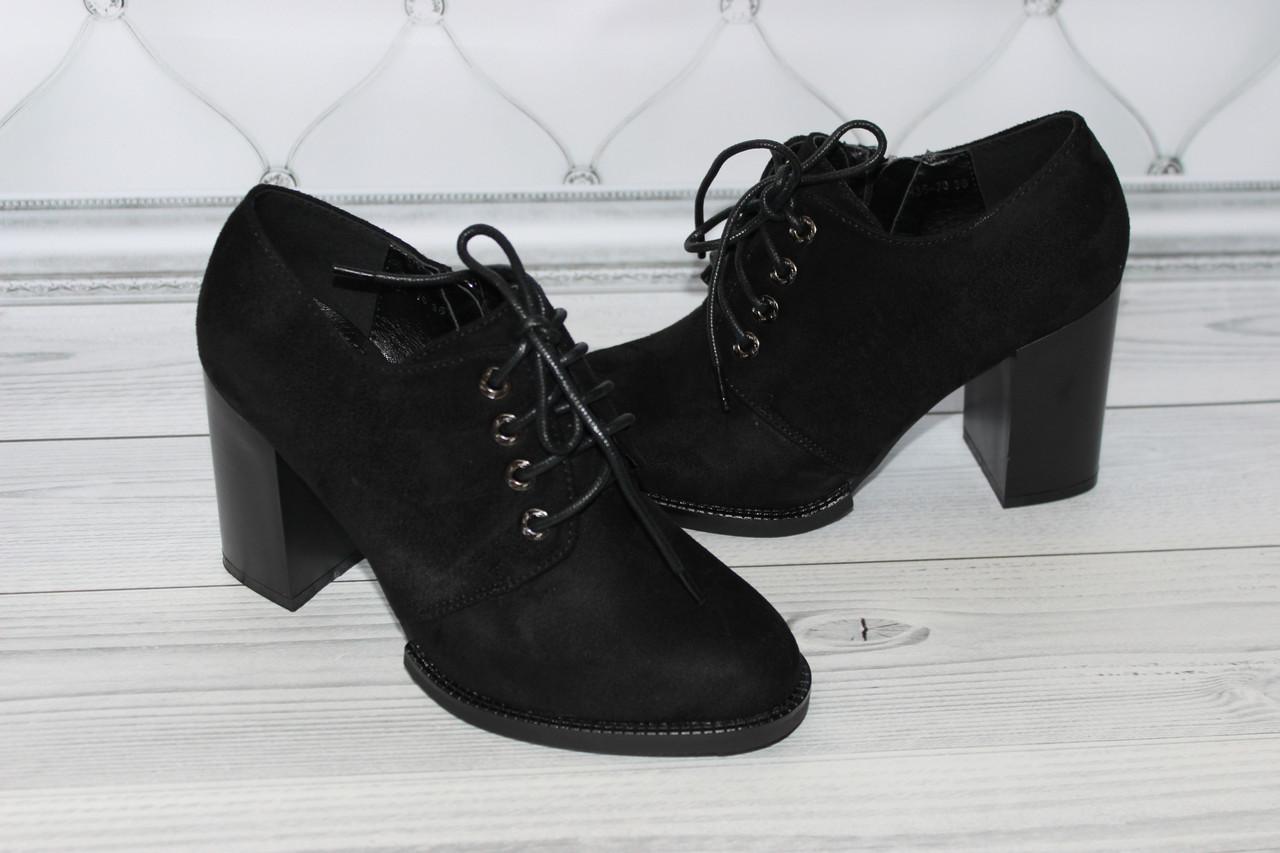 Женские туфли черного цвета на каблуке