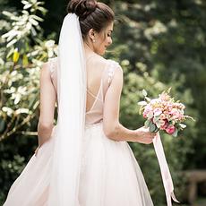 Наряди та аксесуари для нареченої