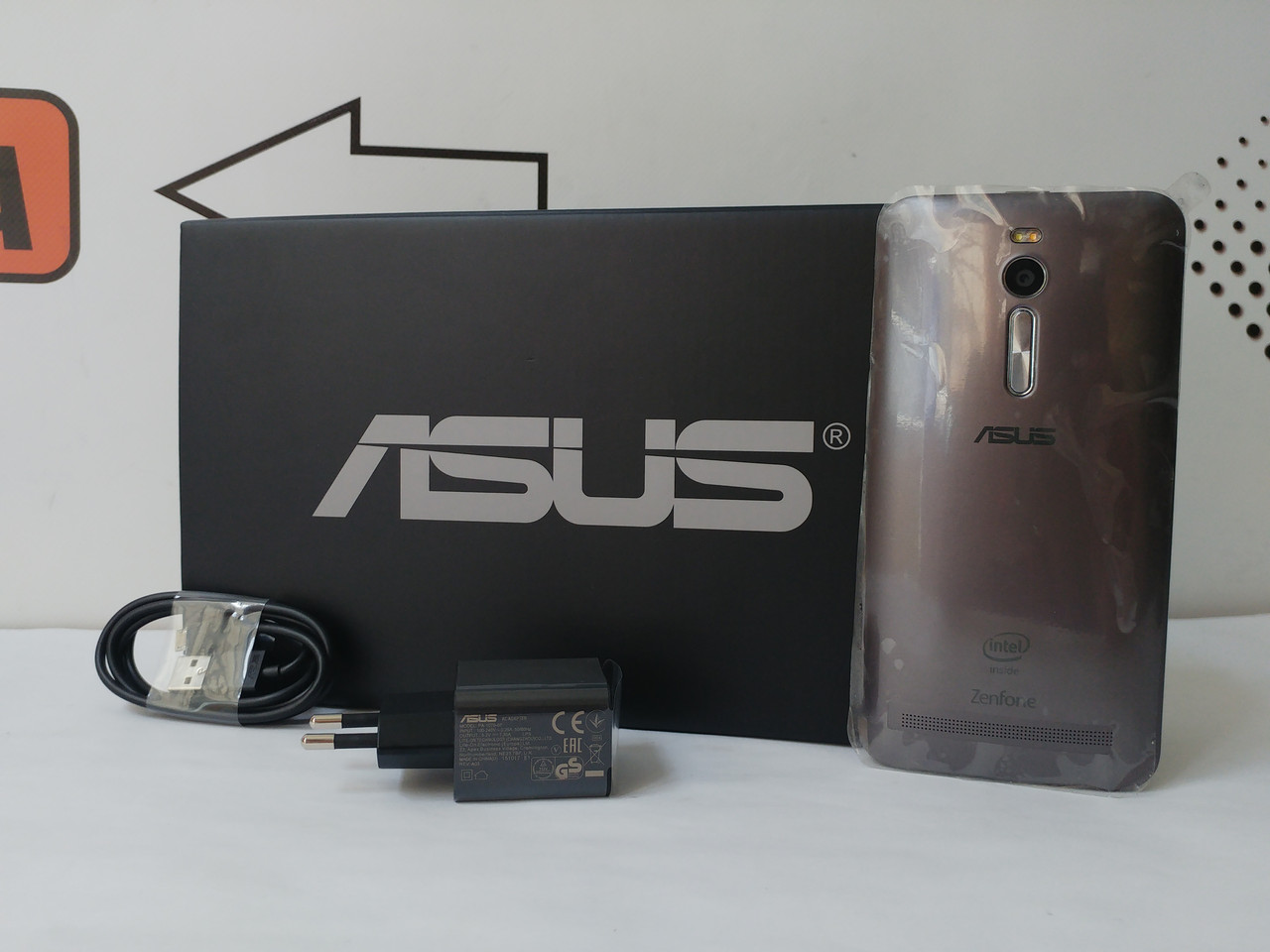 "Смартфон Asus Zenfone 2, 5.5"" IPS, Intel Atom Z3560, 4ГБ/16ГБ, NFC, гарантия 9 мес."