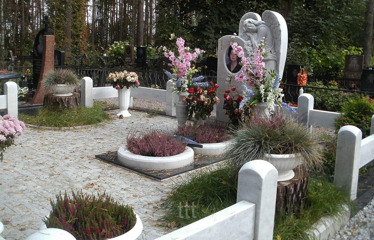 Памятник ангел с лилиями №21