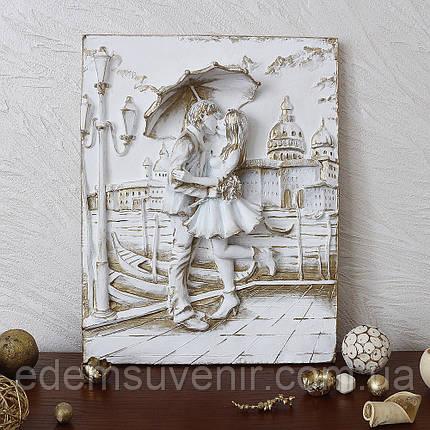 Панно Пара под зонтом золото малое, фото 2