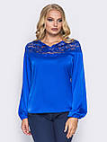 Шелковая блузка свободного кроя с кружевом по горловине синий электрик, фото 4