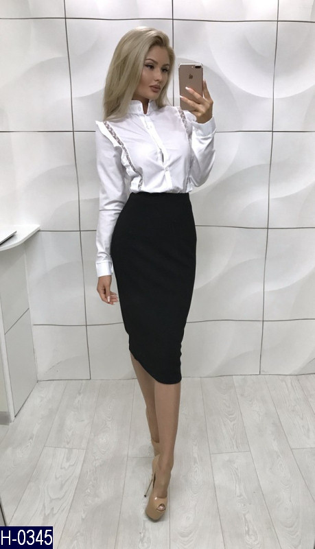 Женская белая блузка с рюшами