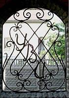 Кованая решетка с геральдикой для арочного окна (арочная решетка)