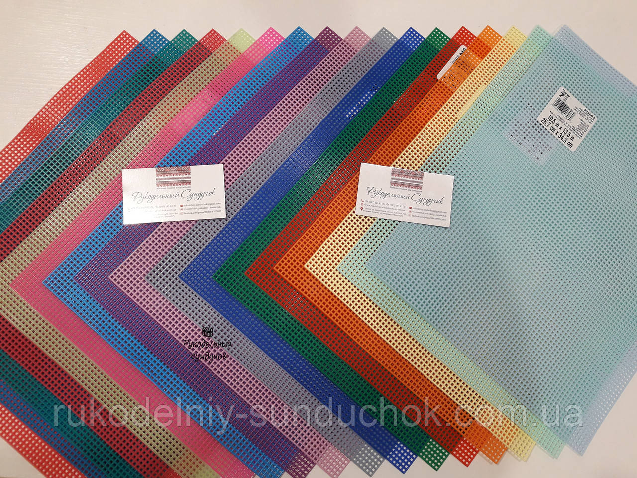 Пластикова Канва кольорова Darice 7 каунт (США)