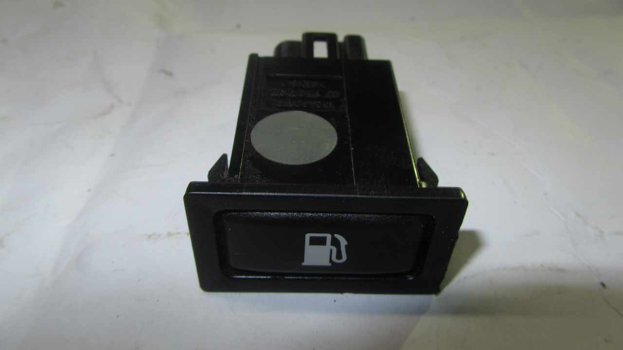 Кнопка открывания бензобака Toyota Avensis 8484105010