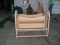 Плетеная детская кроватка-качалка из лозы