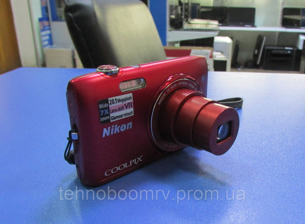 Nikon Coolpix S3500 - 20.1MP - ЗУМ: Оптич. 7Х; Цифр. 4Х + сумка