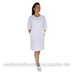 Медицинский халат женский Севилья белый/красная строчка/вышивка фонендоскоп сердце