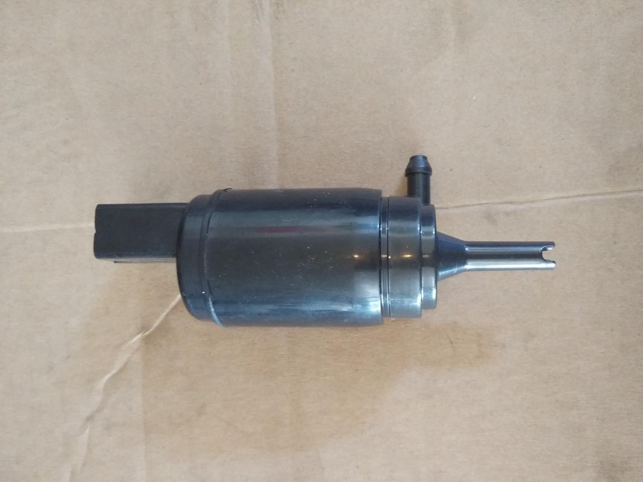 Насос омывателя стекла bmw E-36 ,E-46 ,E-90,E-81, E-53 , E-83,E-39,E-6