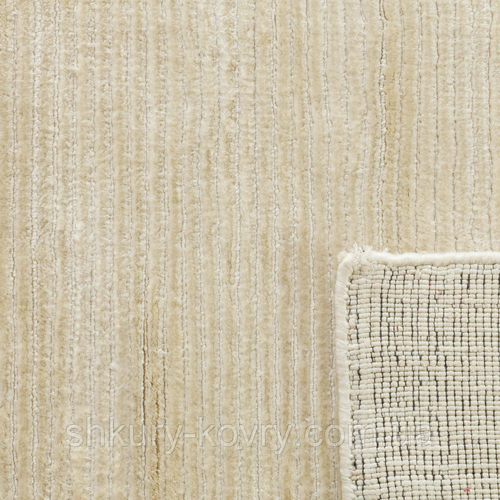 Кремовый ковер из шелка однотонный с текстурой в полоску и кантом