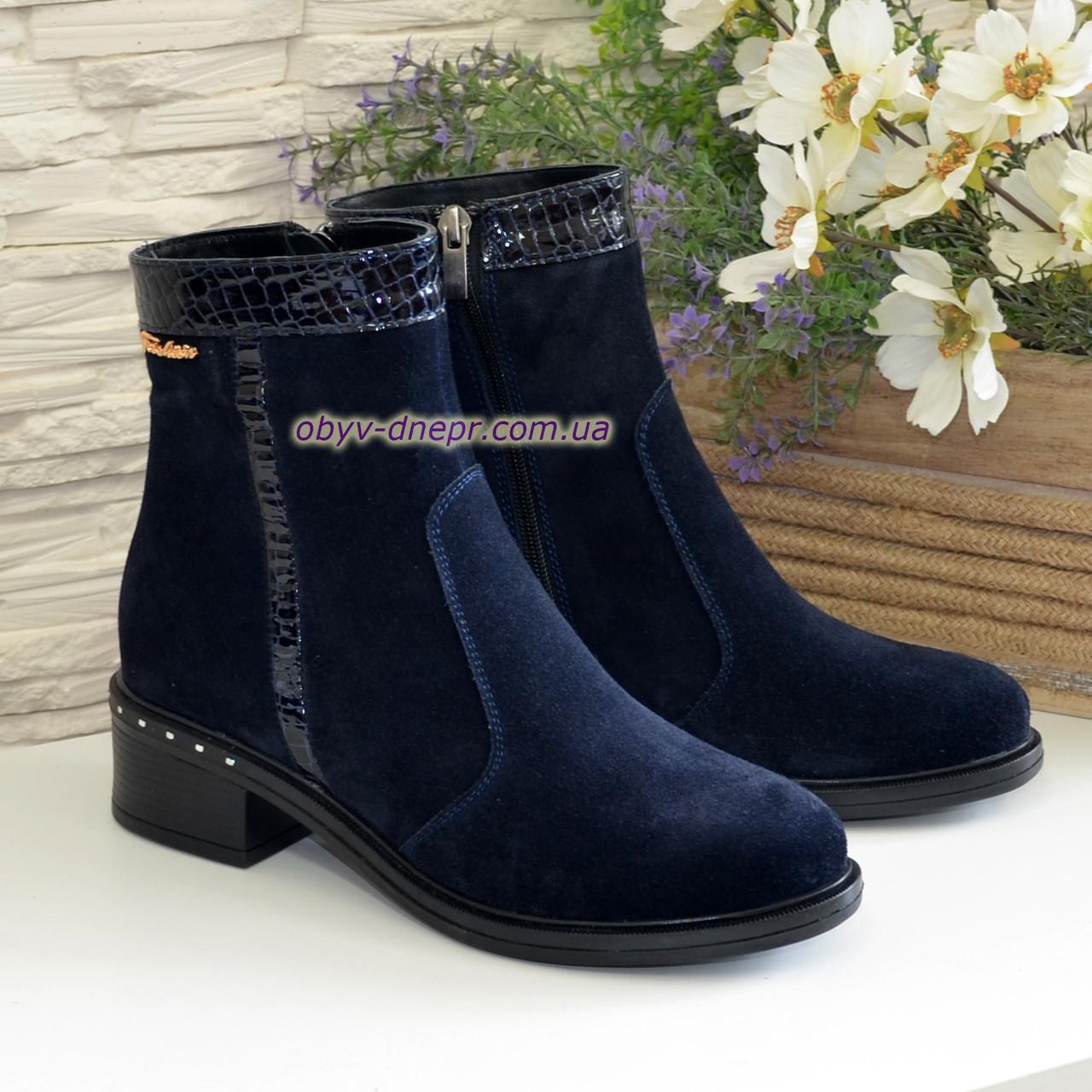 """Ботинки женские демисезонные синие на невысоком каблуке, натуральная замша и лак с тиснением """"питон"""""""