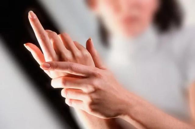 А вы и не знали: 7 вредных привычек, которые ежедневно портят ваши ногти