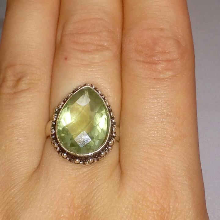 Кольцо зеленый аметист 16 размер. Кольцо с аметистом в серебре. Индия