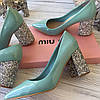 MIU MIU Лаковые туфли на декорированном каблуке (реплика)