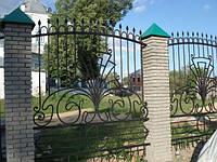 Кованый забор с завитками