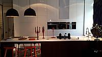 Кухня с островом,  открытие без ручек, комбинированная: МДФ покраска, МДФ шпон, встроенная техника , фото 1