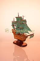 Корабль с бирюзовыми парусами