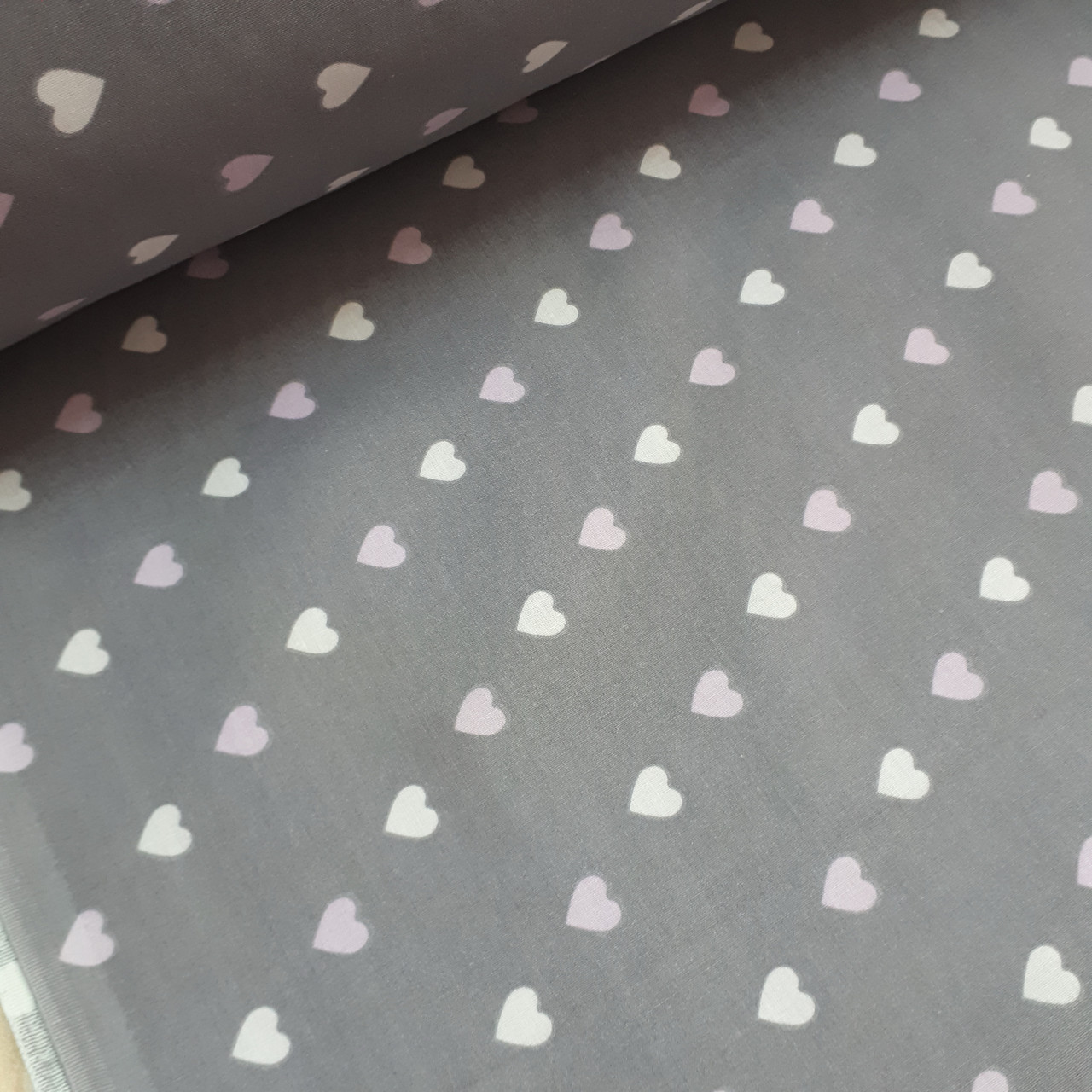 Ткань хлопковая бязь нежно-розовые и розовые сердца на антрацитовом (шир. 2,2 м)